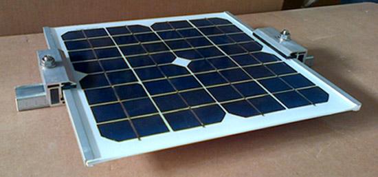 FOTO-Graffa-laterale-pannelli-solari-senza-cornice.jpg