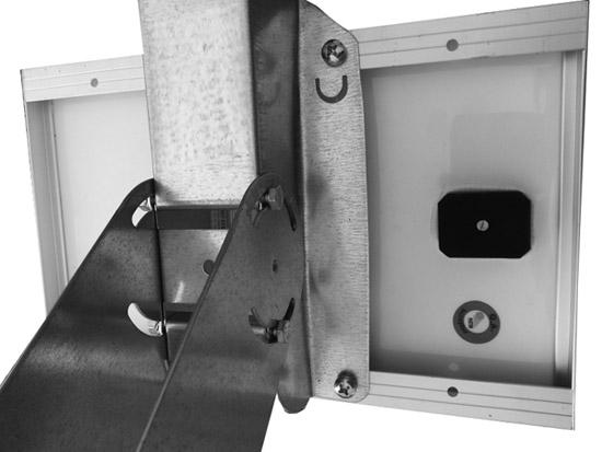 Montaggio-supporto-Testa-Palo-pannelli-solari-5W-10W.jpg