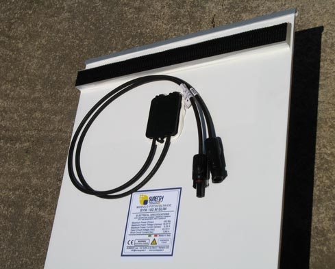 Pannello_solare_barca_piatto_100W_fissaggio_dual_lock.jpg