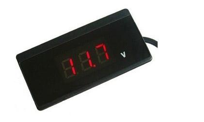 Voltmetro_visualizzatore_digitale_tensione_12V.JPG