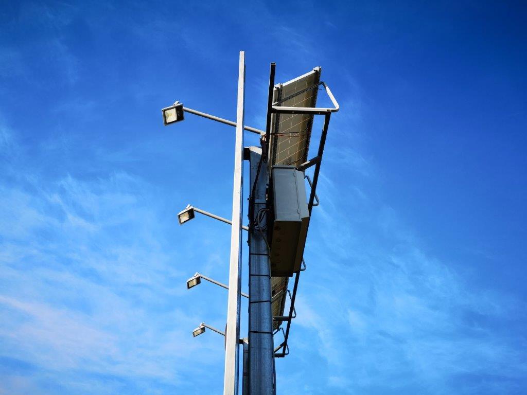 insegna-fotovoltaica-6x3-fari-led-1