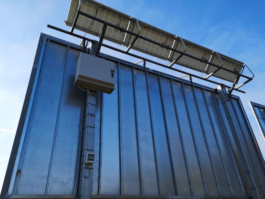 insegna-fotovoltaica-6x3-fari-led-3