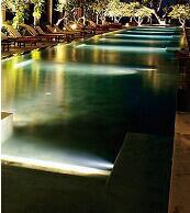 piscina_led_colorati.jpg