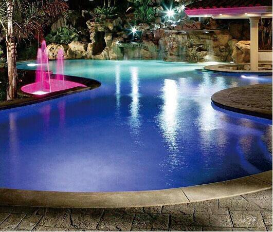 piscina_led_colorati_fontane.jpg